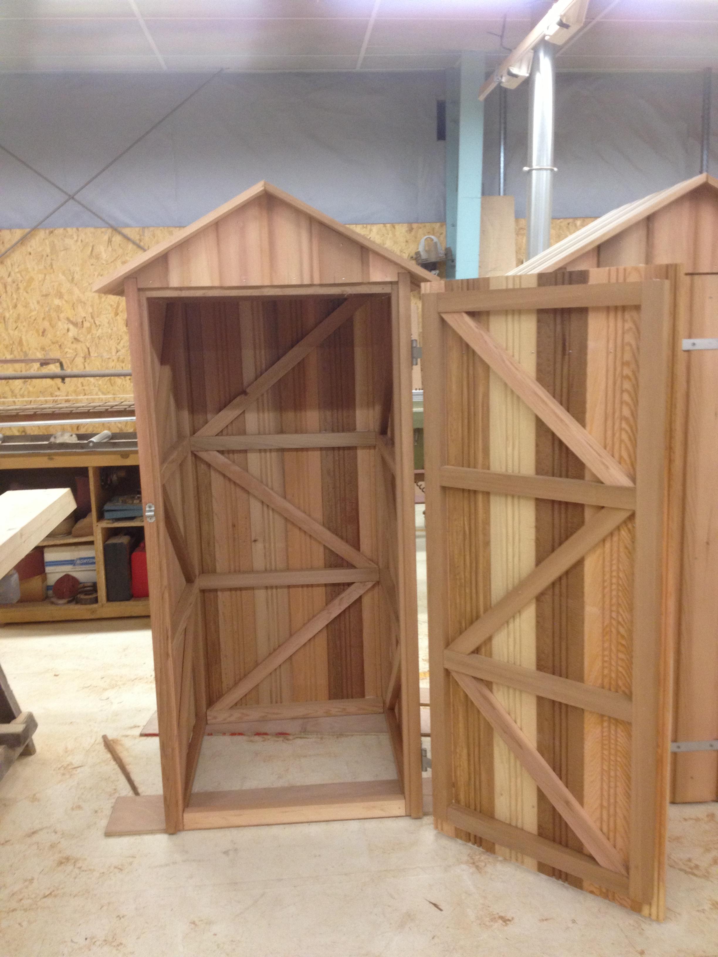 local red cedar bois et toits. Black Bedroom Furniture Sets. Home Design Ideas